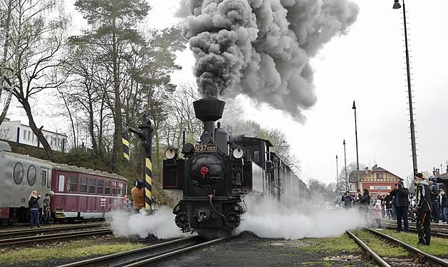 Pro lokomotivu z roku 1898 to byl v sobotu po kompletní opravě velký návrat. Vyrazila z Jindřichova Hradce do Nové Bystřice.