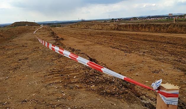 Obchvat Chýnova se začal stavět loni v září. Letos musela být stavba na dva měsíce přerušena.