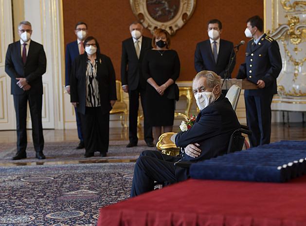 Zeman jmenoval generály šéfy policie či tajných služeb. Kromě Koudelky