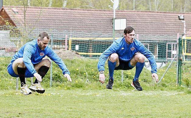Hokejisté Motoru zahájili letní přípravu. Na snímku Lukáš Pech (vlevo) a Miroslav Holec.