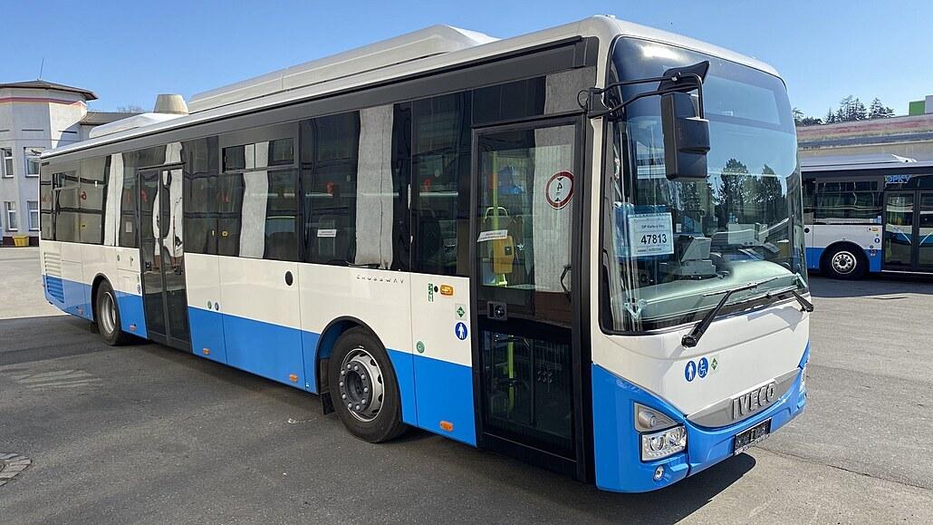 Karlovy Vary mají nové klimatizované autobusy s wifi a USB dobíječkami