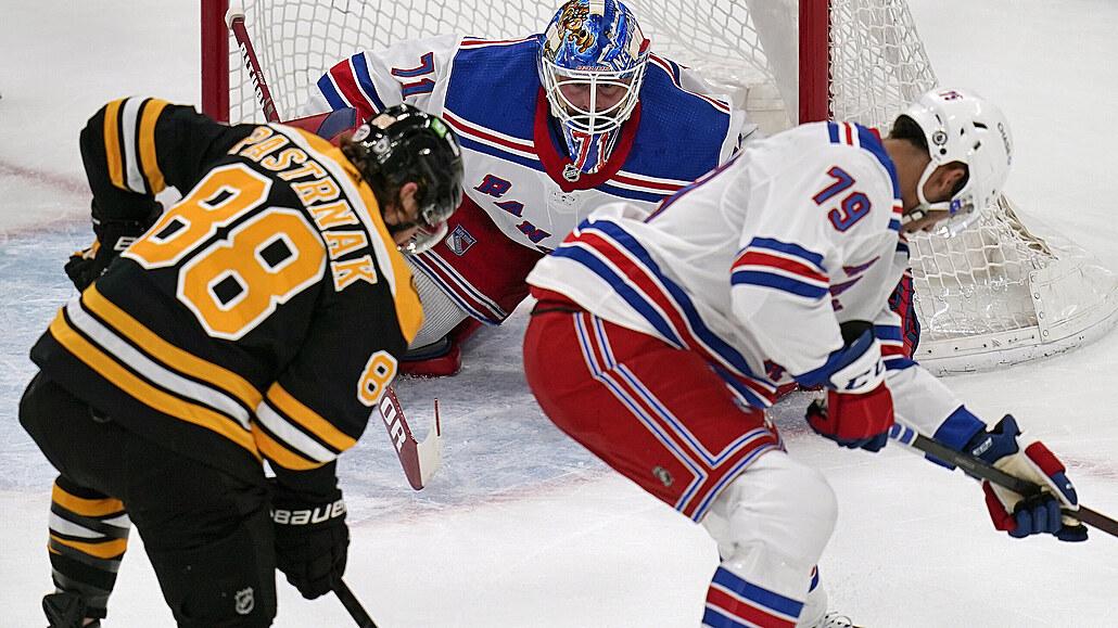 Pastrňák se dočkal 200. gólu kariéry v NHL, výhru ale brali Rangers