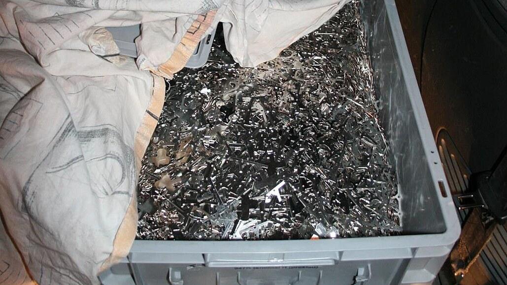 Muž odvezl z firmy deset tun měděného odpadu, přišel si na milion