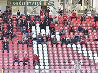 Diváci na Městském stadionu Srbská sledují souboj Brna s Mladou Boleslaví.