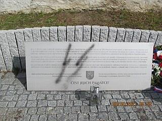 Vandal posprejoval řeporyjský památník vlasovcům. Policie případ prošetřuje....