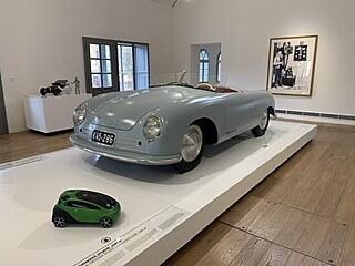 Replika prvního automobilu Porsche - model 356