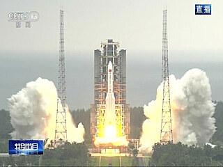 Start rakety Dlouhý pochod 5B z kosmodromu Wen-čchang s prvním modulem čínské...