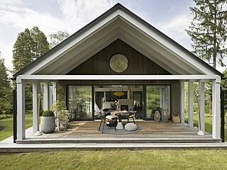Rafinovanou dřevostavbu navrhli architekti ze studia A1Architects.