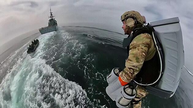 Jako Iron Man. Britští mariňáci testovali létající oblek