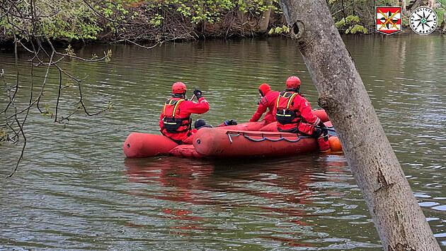Tělo nalezené v řece patří hledanému mladíkovi