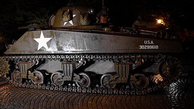 Nadšenci přivezli do Plzně vojenskou techniku, tahákem je tank Sherman