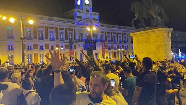 Davy lidí ve Španělsku oslavovaly konec zákazu nočního vycházení