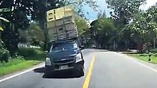 Na řidiče se řítila přetížená dodávka. Jen těsně se vyhnul