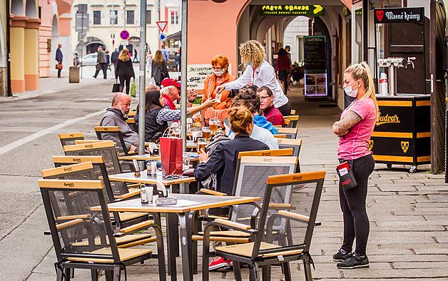 Českobudějovické Masné krámy měly předzahrádku už vloni na jaře. Nyní připraví dvakrát víc stolů.