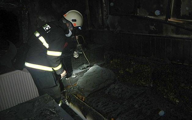 Příčinou požáru v chatě byla závada na elektroinstalaci.