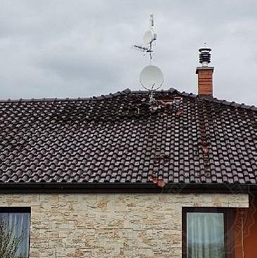 Po úderu blesku se musí v domě bez hromosvodu vyměnit všechny kabely