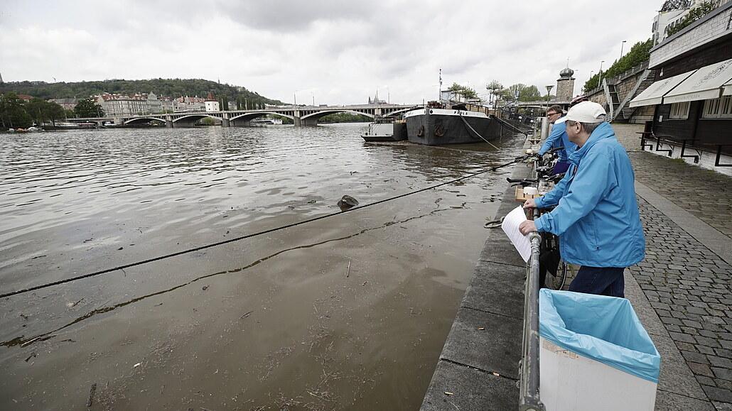 Praha ruší pohotovost u Vltavy, otevírají se náplavky i Čertovka