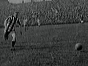 Napětí v Horním Slezsku roste a fotbalová Slavia uspěla v Dánsku, takové byly...