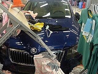 Při dopravní nehodě v Jeseníku automobil, který řídila seniorka, projel...