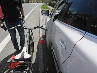 V Hranicích na Hranické ulici narazila cyklistka na elektrokotle do parkujícího...