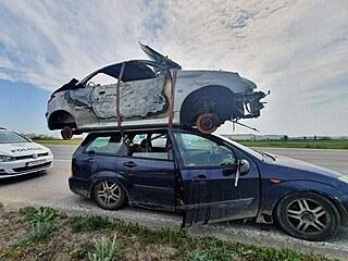 Slovenská policie zastavila na obchvatu Trnavy osobní auto vezoucí na střeše...