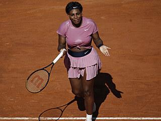 Frustrovaná Serena Williamsová na turnaji v Římě