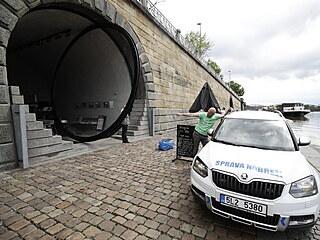 Kvůli stoupající hladině Vltavy v Praze byly preventivně uzavřeny kobky na...