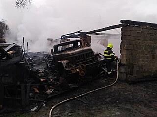 V Nevraticích hořela vojenská technika (16. 5. 2021).