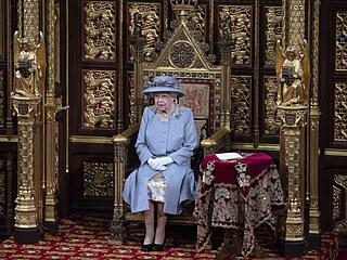 Královna Alžběta II. na slavnostním otevření parlamentu (Londýn, 11. května...