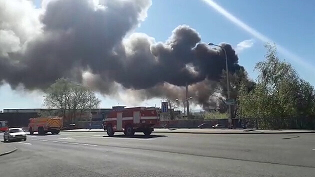 V Ostravě hoří vrakoviště, kouř je viditelný několik kilometrů