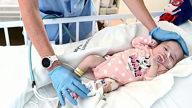 Unikátní operace: dvouměsíční holčičce transplantovali srdce