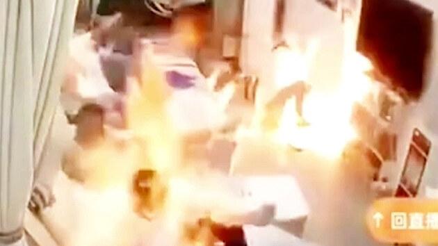 Stačila trocha neopatrnosti a salón byl v plamenech
