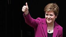 Skotsko se vrací do normálu, otevírají i noční podniky. Pandemie ale není u konce, varuje premiérka