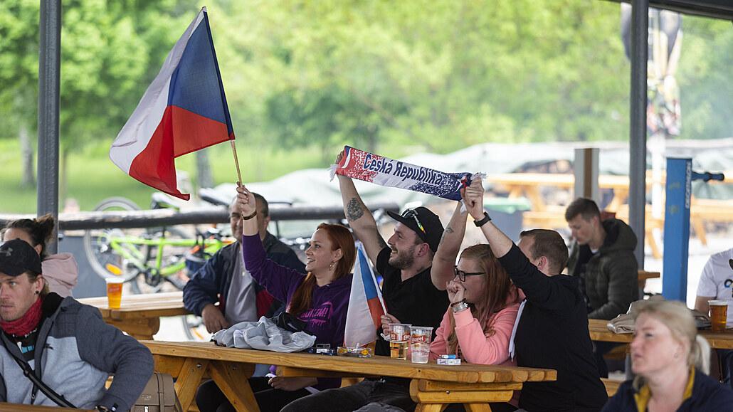 Fotbalový mač Čechů s Chorvaty konečně plní hospody, někde už hlásí plno