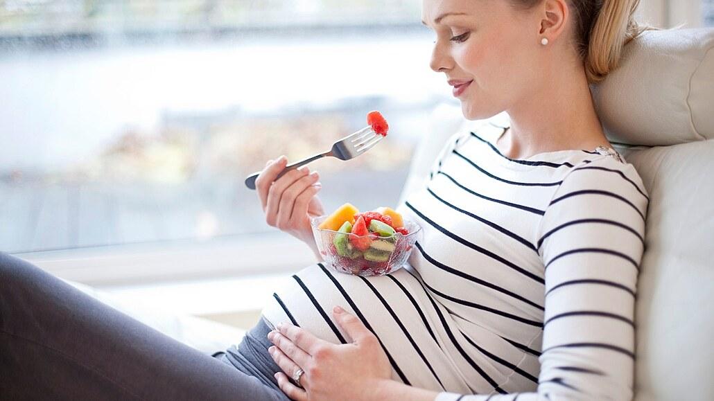 Budoucí maminky, zbystřete. Tyto vitaminy v těhotenství potřebujete