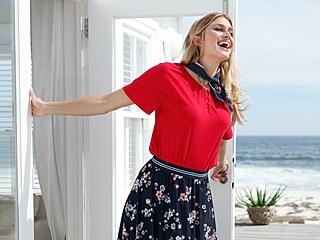 Lehká dlouhá sukně s květy je ideální na teplé jarní dny, 599 Kč