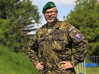 Vojenský kaplan Kamil Vícha se rovněž účastní výcviků, chodí na střelby, na...