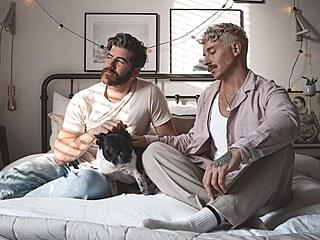 Fotograf Tom Sheard (vlevo) a jeho partner Stanley Dru z britského Leedsu...