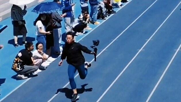 Chyťte ho! Kameraman běžel rychleji než sprinteři