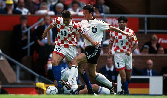 Chorvatskı fotbalista Zvonimir Boban ve ètvrtfinále Eura 1996 uniká Nìmci...