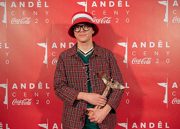 Štěpán Hebík získal Anděla v kategorii sólo interpret.