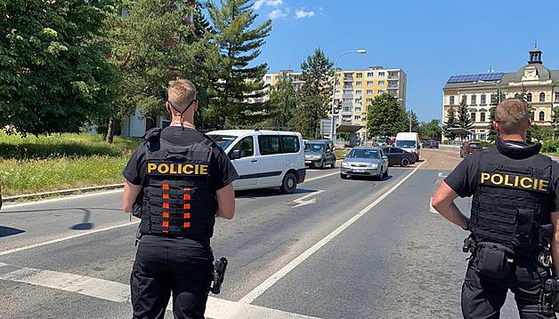 Po úniku chemikálií v Plzni zemřeli dva lidé, další dva jsou ve vážném stavu