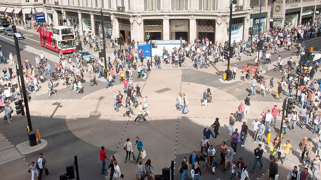 Londýnský Oxford Circus se má proměnit na korzo. S auty zmizí prach i hluk