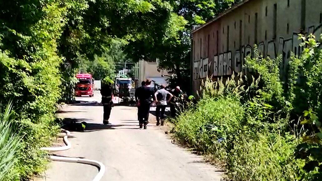 Čtvrtý muž zraněný při úniku chemikálií v Plzni už je doma, linka stojí