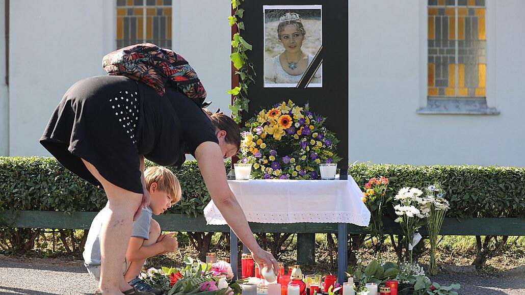 Pohřeb Šafránkové komplikují poničené schody, radnice je provizorně opravila