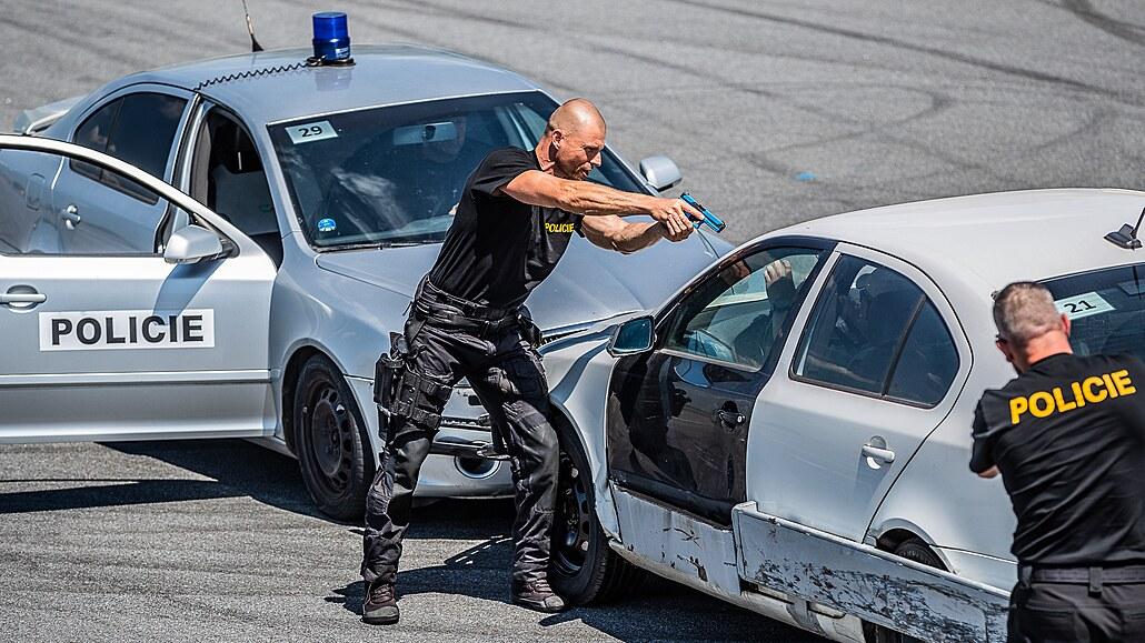 Inspirace z Ameriky. Policisté se učí trik, jak snadno zastavit prchající vůz