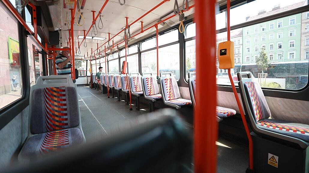 Opravy změní trasy tramvají na Vinohradech, metro pojede do půlnoci