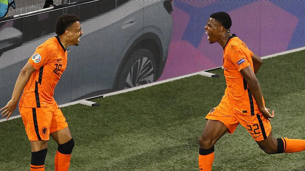 Nizozemsko - Rakousko 2:0, Depay a Dumfries zajistili postup z 1. místa