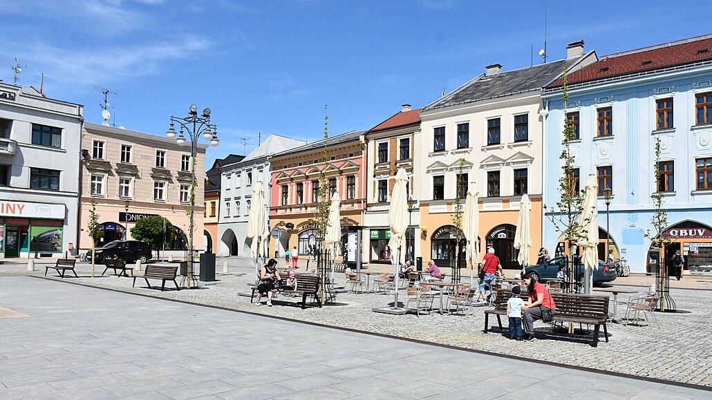 Opravené náměstí v Hranicích má víc zeleně, části místních se ale nelíbí