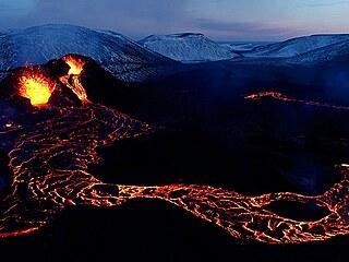 Erupce islandské sopky Fagradalsfjall v údolí Geldingadalir